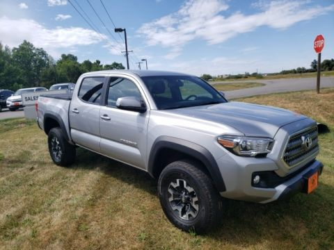 Pre-Owned 2017 Toyota Tacoma 4x4 Truck Double Cab